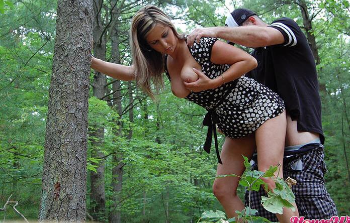 Frau wird im wald gefickt